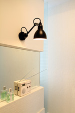 Lampe Gras 304 Bathroom Væglampe - Sort fra DCW Éditions