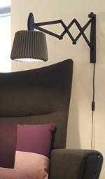 Le Klint 223 Væglampe Sortbejdset Eg med Snowdrop skærm - Anthracite Grey