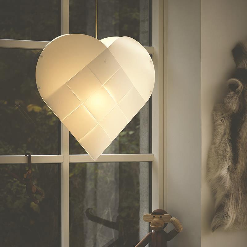 julehjerte med lys til vinduet