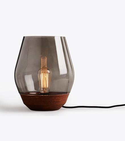 New Works Bowl bordlampe, Kobber/røget glas