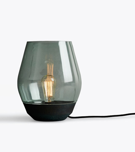 New Works Bowl bordlampe, irret kobber/grønt glas