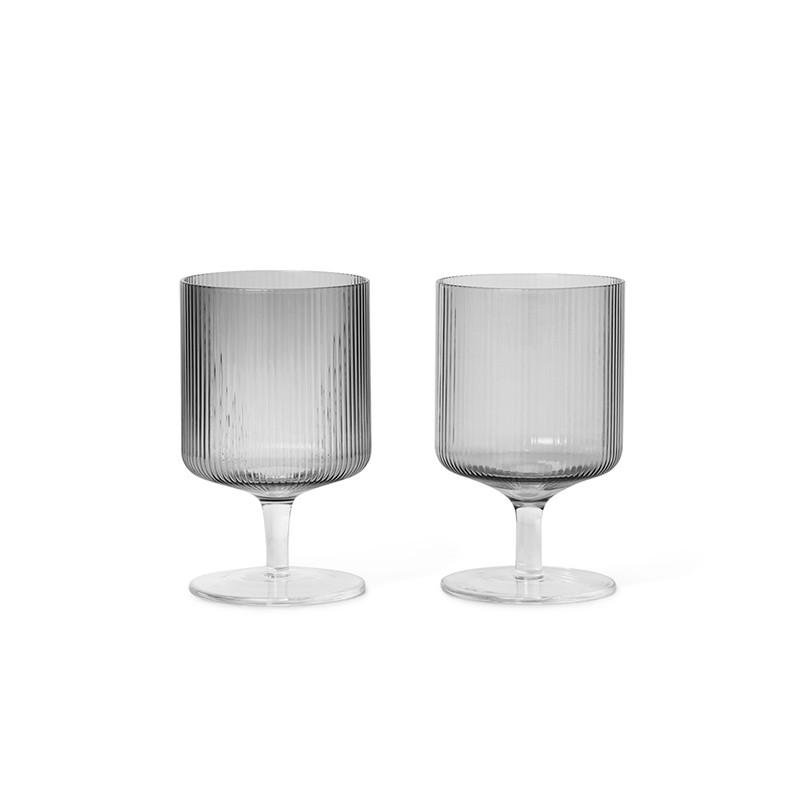 Ferm Living Ripple vin glas, 2 stk. i Smoked Grey