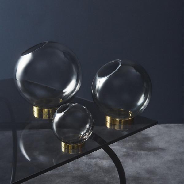 AYTM Globe vase m. messing stand, Medium