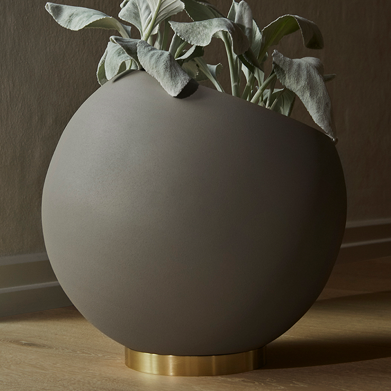 AYTM Globe flower pot, xlarge - Ø43 cm