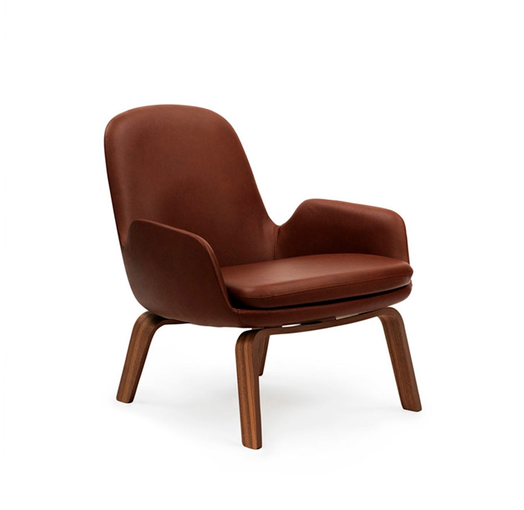 Normann Copenhagen Era Lounge Chair Low, Valnød og Læder