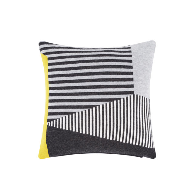 Tom Dixon Line Cushion pude, grafisk mønster i grå/sort