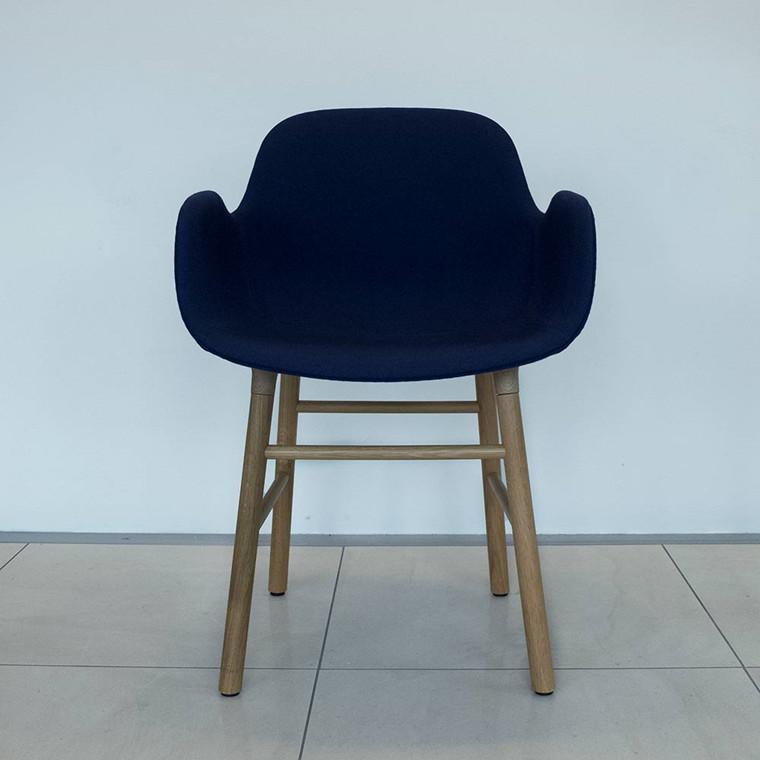 Normann Copenhagen Form Armchair Fame, eg - udstillingsmodel