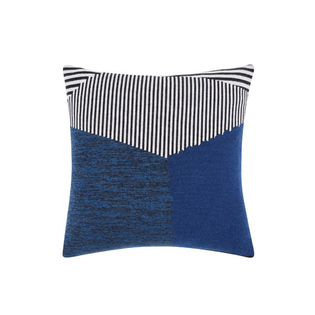 Tom Dixon Line Cushion pude, grafisk mønster i blå/sort