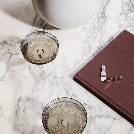 Ferm Living Ripple Champagne Glas, 2 stk. i Smoked Grey