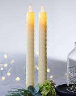 Sara Tall Wave 2-pack Dinner Candles almond Ø:2 H:25cm movable flame