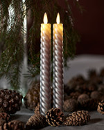 SaraTall Wave, 2-pack dinner candles. Silver Ø:2cm H:25cm movable flame