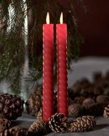 SaraTall Wave, 2-pack dinner candles. Red Ø:2cm H:25cm movable flame