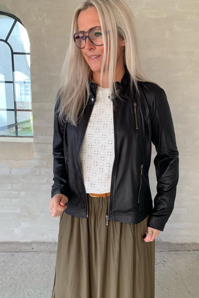 d3a0d0a3 Plus-size jakker | Bredt udvalg af jakker til kvinder med former